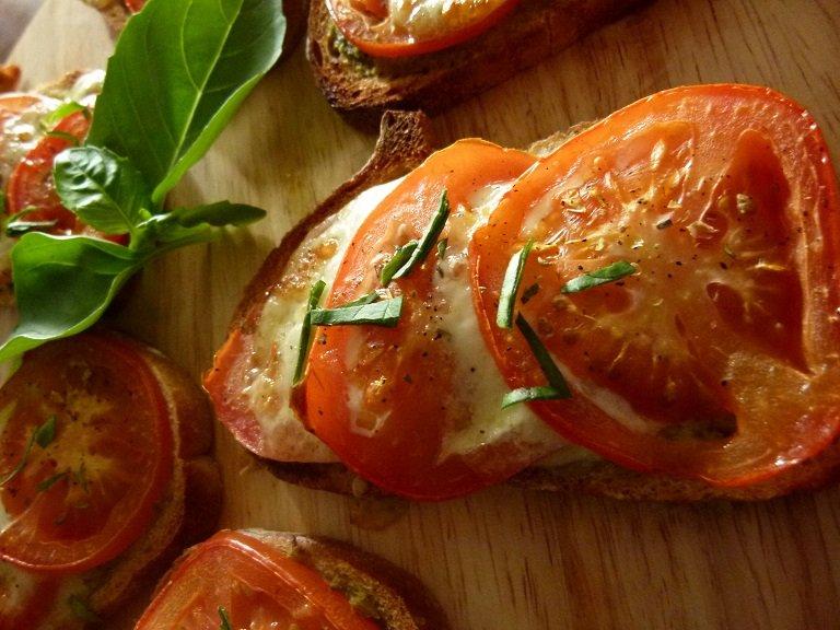 Tartines tomates mozzarella 005