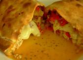 Pizza Calzone au poulet et aux poivrons