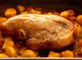 Rouelle de porc aux pommes de terre et champignons