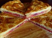 Galette crème d'amandes, pralines roses et framboises
