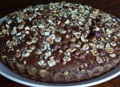 Gâteau au yaourt, cacao et noisettes